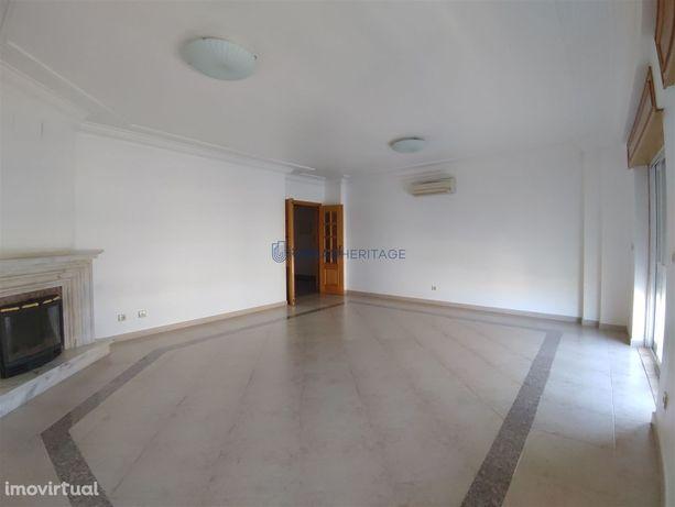Apartamento T2 Arrendamento em Carnaxide e Queijas,Oeiras