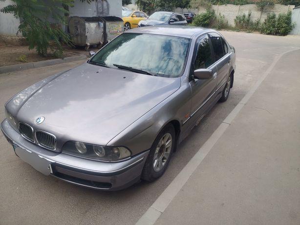 Продам BMW 520i...