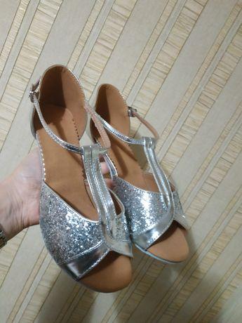 Туфлі танцювальні нові!!