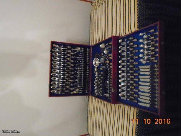 Faqueiro Inox com 130 Peças- Novo-Muito Bonito