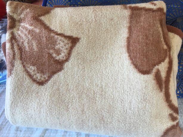 Одеяло полутароспальное