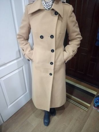 Пальто утепленное, можно и на зиму