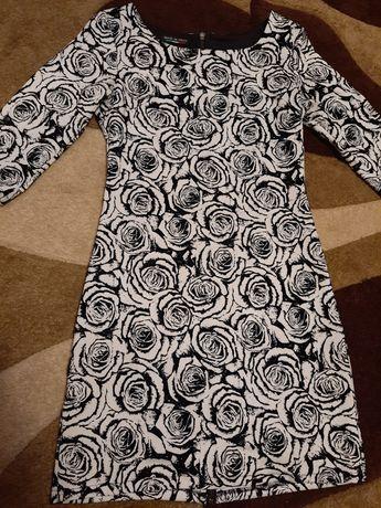 Брендова сукня в квіти