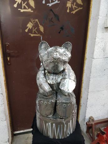 niedźwiedź rzeźba metaloplastyka dekoracja prezent