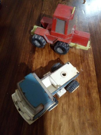Металева грузова машина і трактор СССР