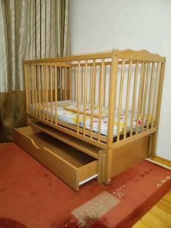 Ліжко-гойдалка дитяче, дерев'яне з шухлядою