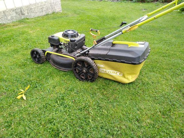 Kosiarka spalinowa GRASS G-Force z uszkodzonym silnikiem