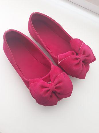 Туфельки дівчинка
