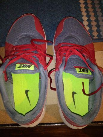 Sapatilhas Nike em óptimo estado usadas 44 muito grande mais para o 45