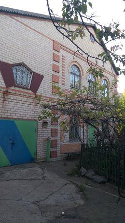 Продается 2-х этажный кирпичный дом в г.Николаевка, Славянского р-на.