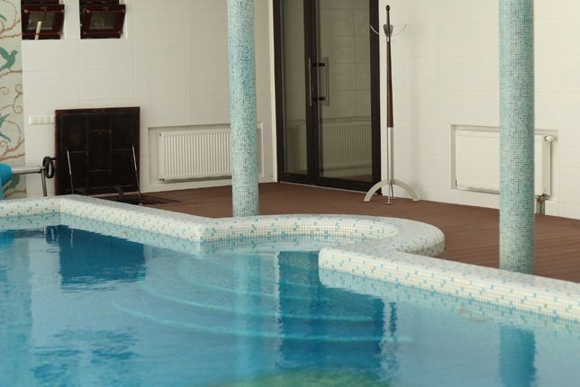 Коттедж 2-х этажный посуточно с крытым бассейном