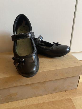Школьные туфли Clarks