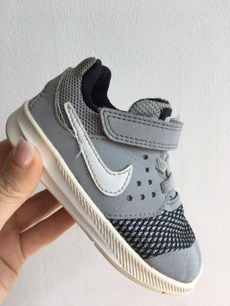 Кроссовки Nike размер 22.