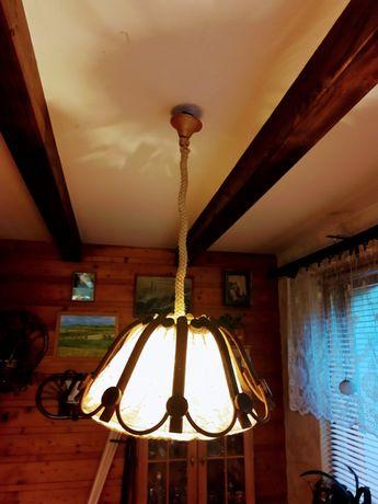 Lampa drewniano-materialowa wisząca vintage.