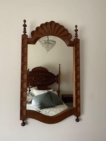 Espelho trabalhado em madeira