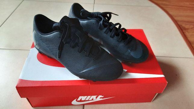 Sprzedam buty treningowe (korki) Nike, rozm. 36