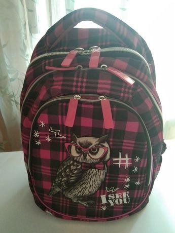 Школьный розовый рюкзак