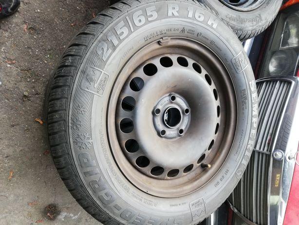 VW Tiguan Koła zimowe ET33 + opony 215/65R16