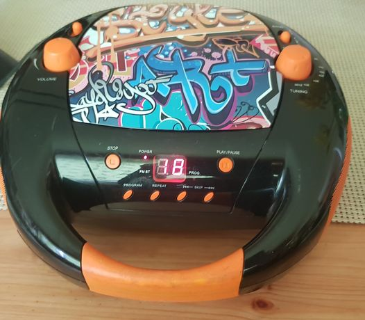 Radioodtwarzacz CD Boombox BIGBEN w stylu Hip Hopu grafity