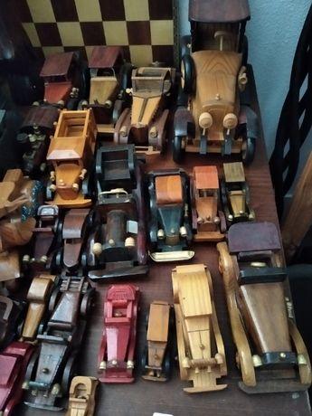 22 Carros de madeira