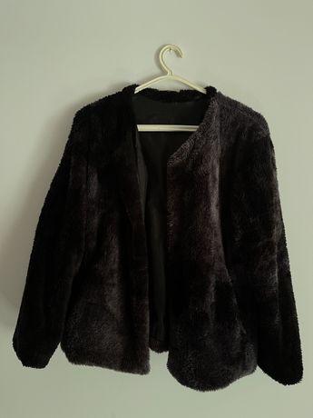 Casaco de pêlo preto
