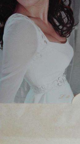 Vestido de noiva e respetivo véu