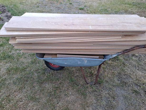 Oddam około 15m paneli I listwy