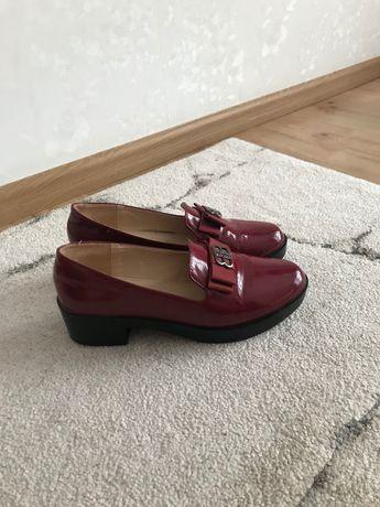 Продам туфли бордовые лаковые