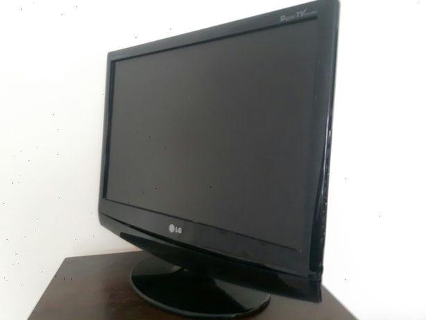 Monitor wraz z telewizorem