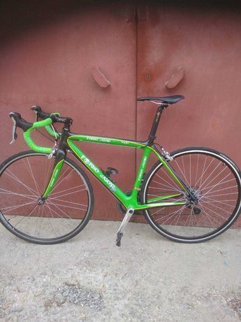Шоссейный карбоновый велосипед