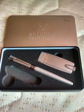Зажигалка, и ручка в коробке