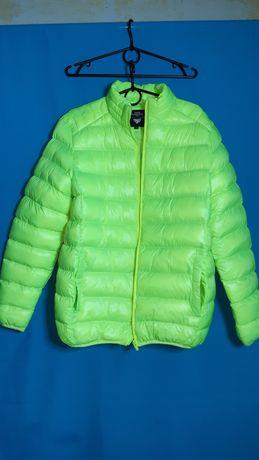 Niesamowita  kurtka w neonowym kolorze