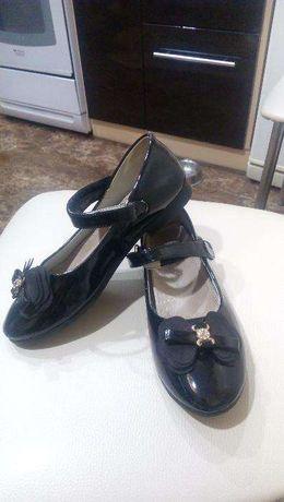 туфли для девочки 7-8 лет 32 размер
