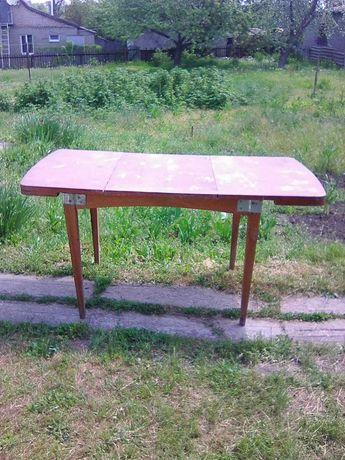 Продам стол обеденный СССР и столик.