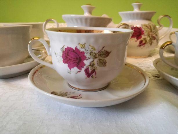 Serwis kawowy róże komplet filiżanki cukiernica dzbanuszek 16 części