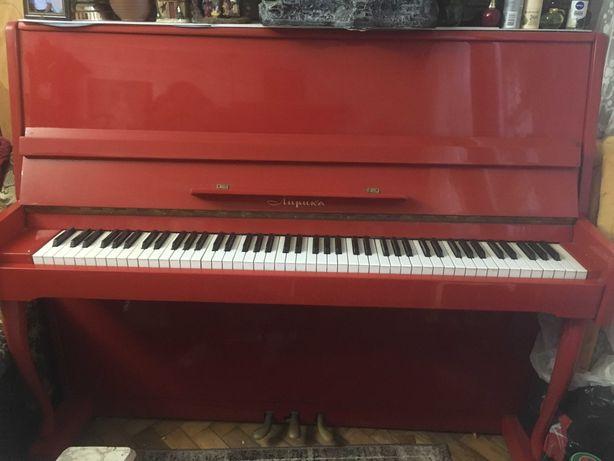 Продам пианино красного цвета