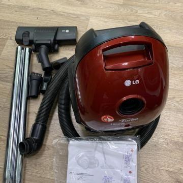 Хороший мощный пылесос LG V-C3E55SD.