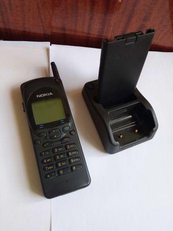 Мобильный NOKIA  NHE-4NX с родной базой .Модель 1994 года