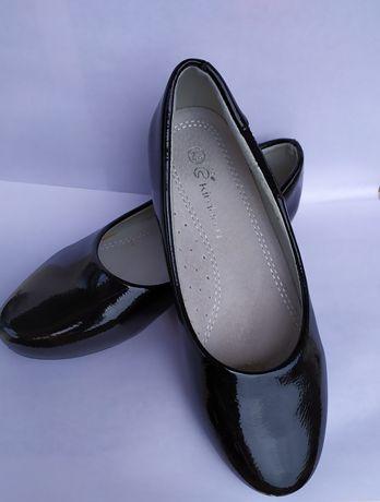 Лаковые туфельки на девочку размер 32