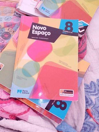 Vendo livros de 8 ano + material escolar