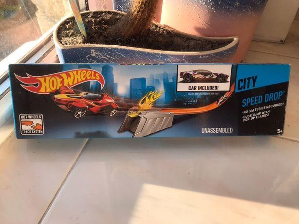 Hot Wheels серия City  Скоростной спуск - Огненный Трамплин