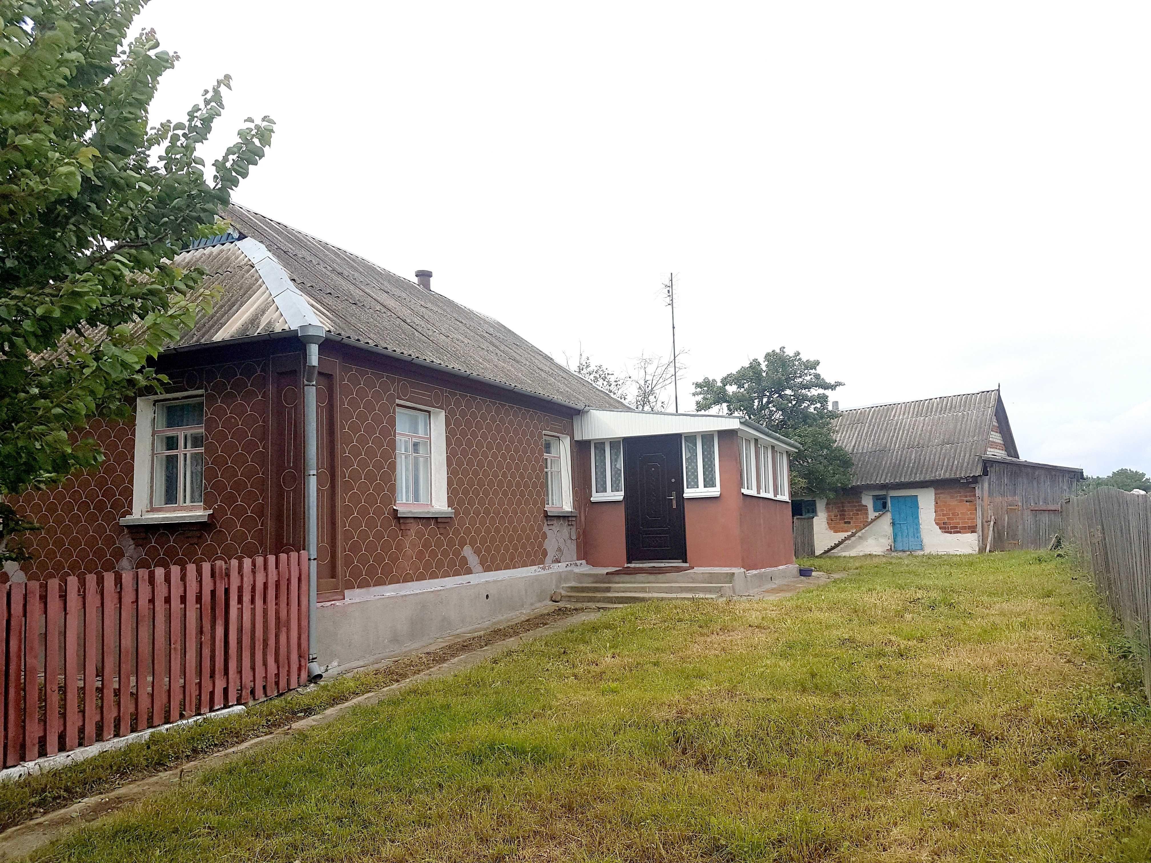 Продам дом с участком в селе Ивница пригород Житомира.