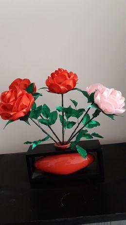 Розы с атласной лентой