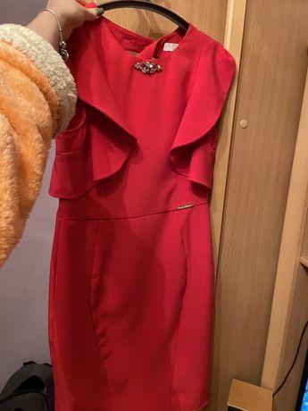 продам красивое платье с воланчиками цвет фуксия