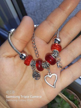Bransoletka a'la Pandora z charmsami w zestawie czerwone