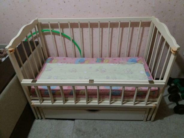 Дитяча кроватка