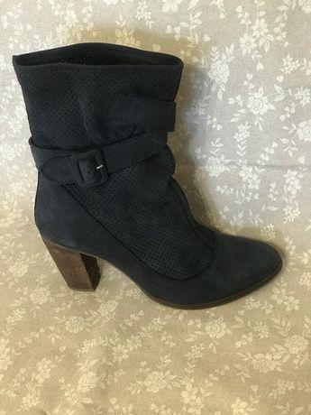 Продам женские полусапожки-ботинки ,натуральный замш,размер37 синие