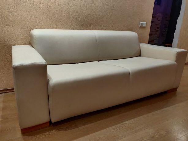 Двухспальный диван кожзам в хорошем состоянии