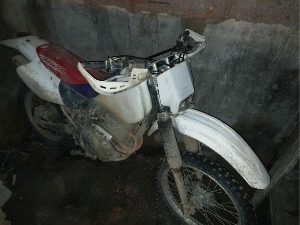 Vendo mota Honda 250cc para mato