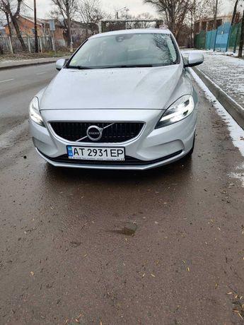 Авто Вольво (Volvo V40)